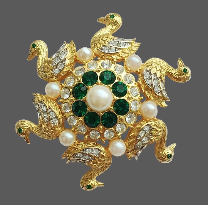 Ducks at the pond vintage brooch. Jewelry alloy, Swarovski crystals, faux pearls. 5 cm. Marked Berebi