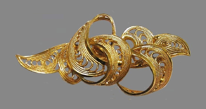 Filigree gold tone swirl brooch