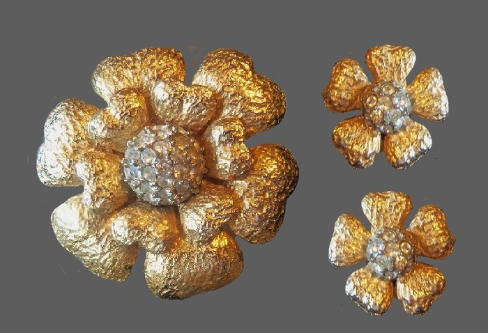 Flower brooch and earrings. Gold plated jewelry alloy