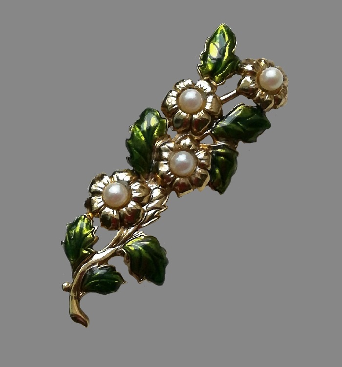 Flower brooch. Jewelry alloy, faux pearls, enamel. 6 cm