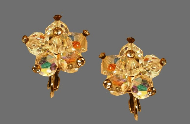 Flower earrings. 1950s vintage, rhinestone, crystals, gold tone jewelry alloy