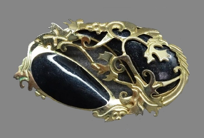 Gold tone vintage brooch made of pewter, black enamel. 5.5 cm