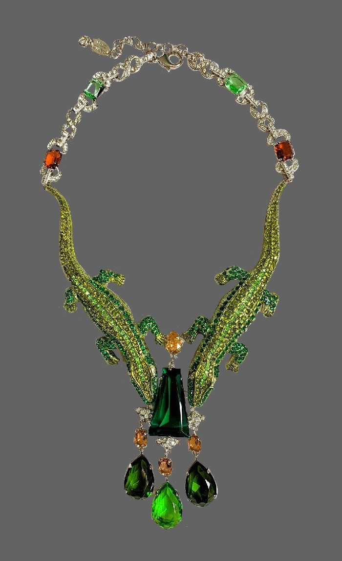 Green crocodiless crystal necklace