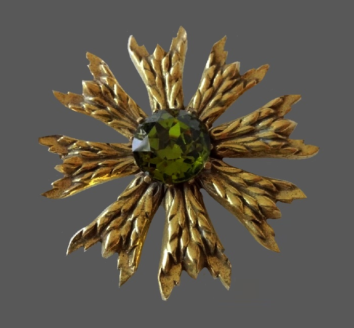 Green crystal gold tone flower brooch