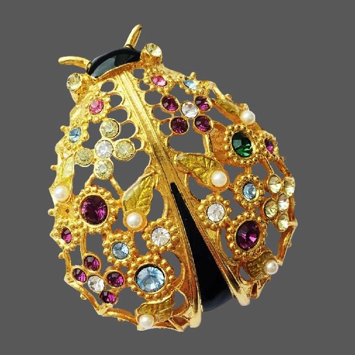 Ladybug vintage brooch. Gold tone jewelry alloy, Swarovski crystals, faux pearls, enamel. 5.3 cm