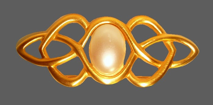 Large pearl gold tone abstract design vintage brooch. 6.2 cm