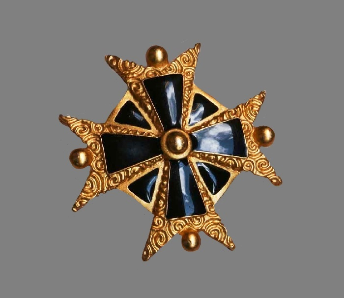 Maltese cross vintage brooch. Gold tone jewelry alloy. enamel. 4.5 cm