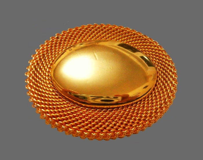 Oval shaped gold tone textured metal brooch. 3.5 cm