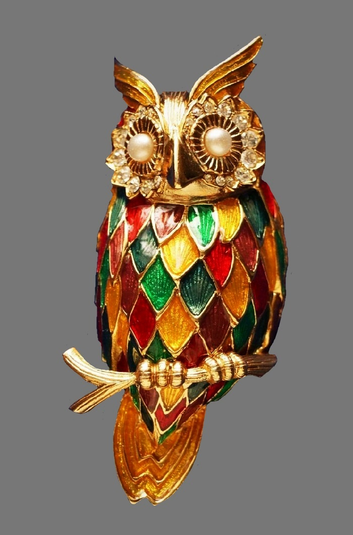 Owl of dreams vintage brooch. Jewelry alloy, enamel, crystals, faux pearls. 7.2 cm