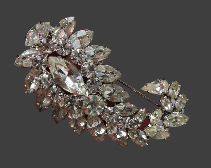 Pasley vintage brooch signed Vogue Jlry. Silver tone jewelry alloy, crystals. 5.5 cm