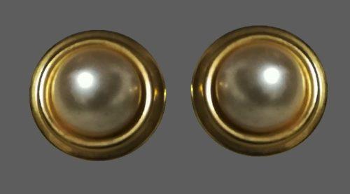 Pearl gold tone earrings