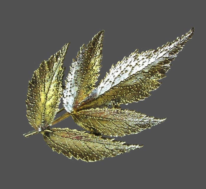 Realistic leaf botanical brooch