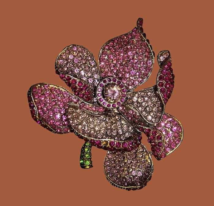Rose brooch. Jewelry alloy, Swarovski crystals