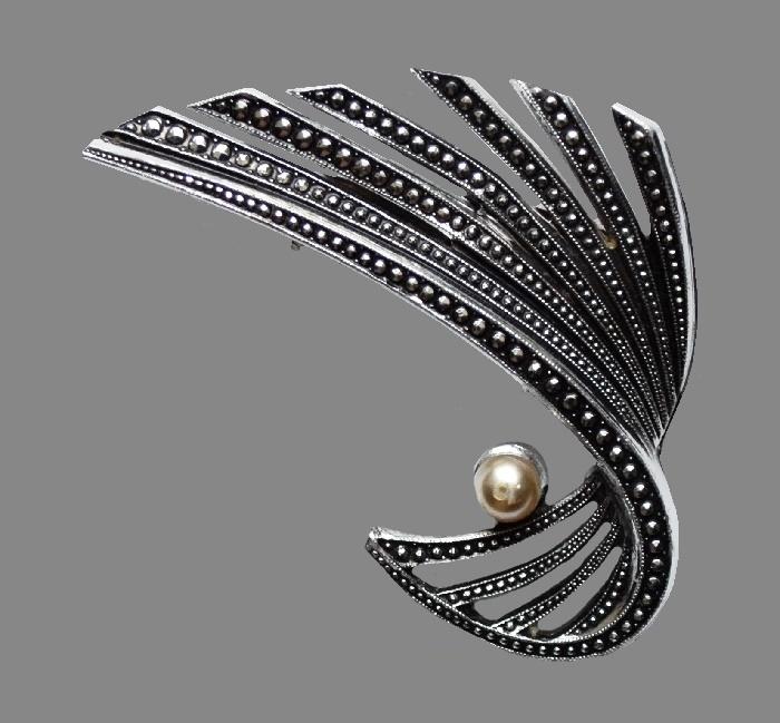 Silver tone metal faux pearl swirl brooch. 5 cm