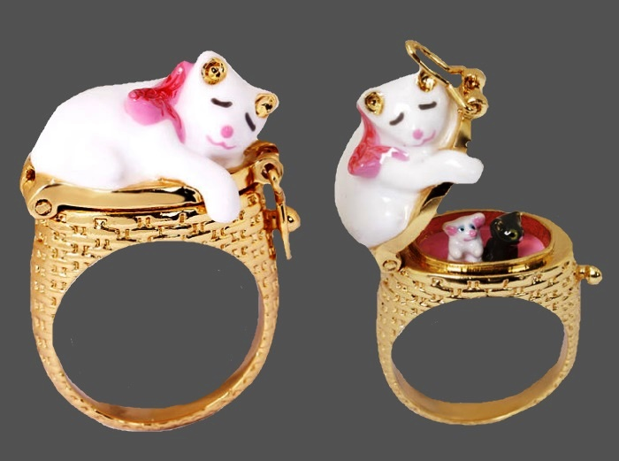 Sleeping cat with kittens ring. Copper, gold plated, enamel
