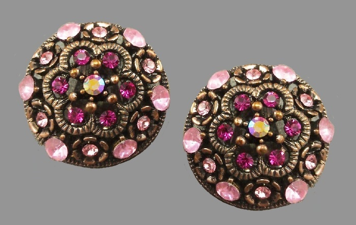 Sparkling fuchsia clips. Bronze-colored alloy, pink crystals, rhinestones. 2.3 cm