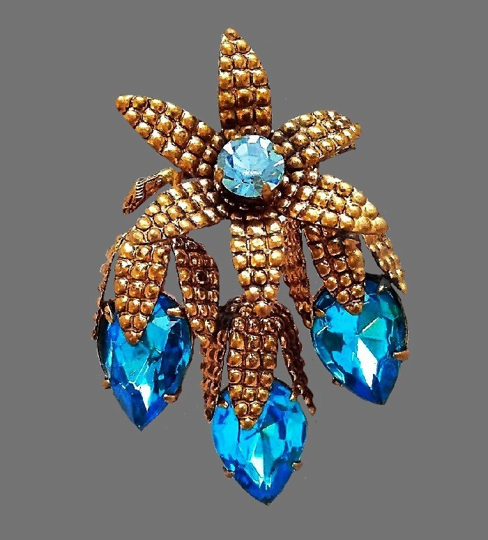 Sprig-Aqua brooch. Bronze tone jewelery alloy, blue glass crystals. 6.5 cm. 1930s