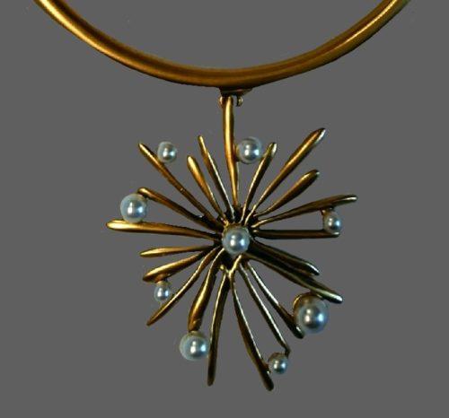 Sunburst necklace of gold tone. Faux pearls, vintage