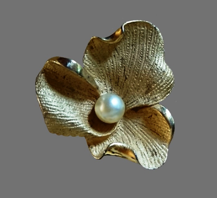 Three petal flower with faux pearl in the middle brooch