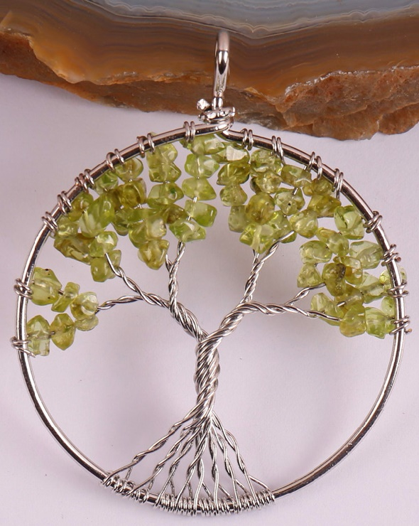 Tree of life pendant with the use of olivine
