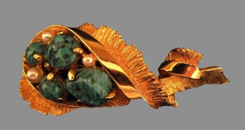 Turquois tone stones and faux pearls gold tone brooch