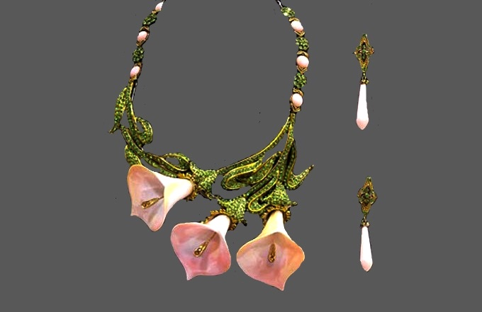 White calla necklace and earrings