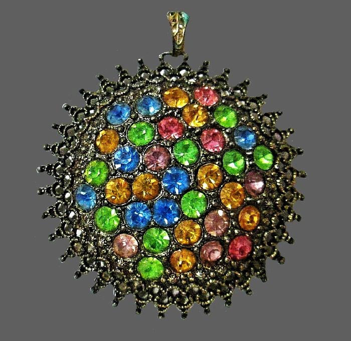 1930s multicolor rhinestones silver tone metal round brooch