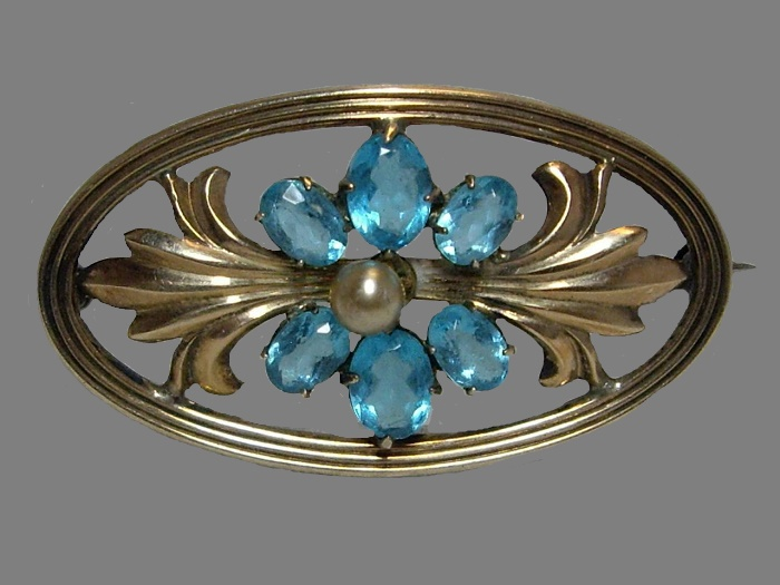 1940s vintage art nouveau brooch of oval shape. Sterling silver 14 K gold filled