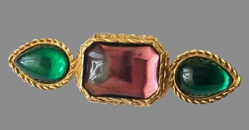 1980s gold tone brooch. Decorated with square and teardrop-shaped cabochons of pink and emerald color