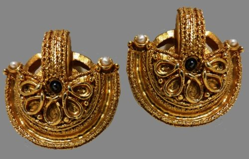 Ancient style vintage gold tone earrings. 1980s