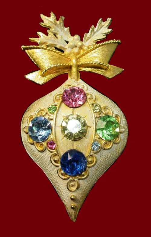 Beautiful Christmass ornament vintage brooch decorated with rhinestones