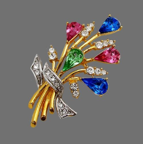 Beautiful bouquet brooch. Gold tone jewelry alloy, crystals, gold plated. 7 cm
