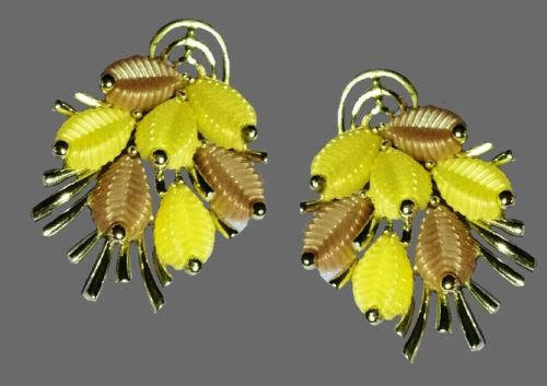 Beige and yellow lucite pin
