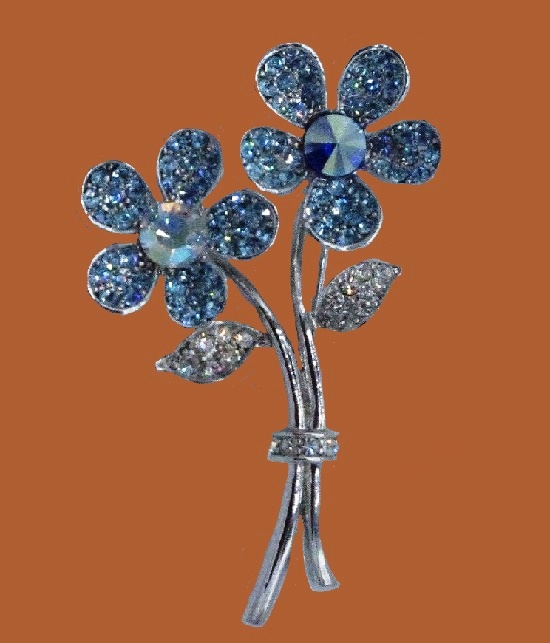 Blue and transparent crystal flower brooch of silver tone