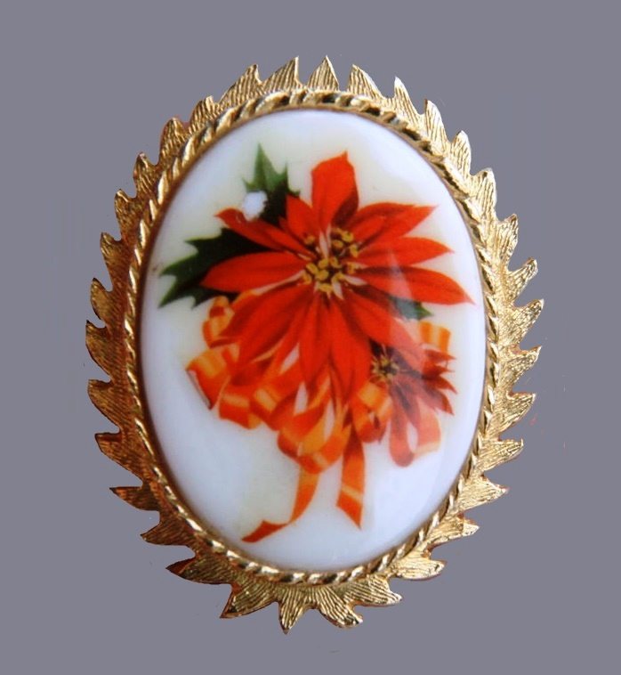 Christmas Poinsettia vintage brooch of oval shape. 1960s. Jewelry alloy, porcelain. 5.4 cm