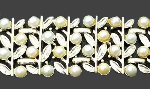 Cream and green tone faux pearl and gold tone leaves bracelet