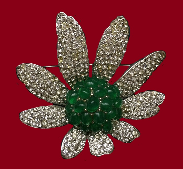 Daisy flower vintage brooch. Green glass cabochon, jewelry alloy, rhinestones. 1960s