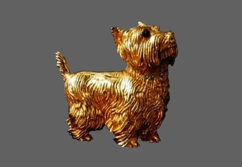 Dog brooch of gold tone textured metal