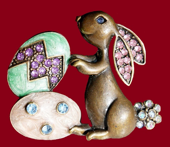 Alfred Sung vintage costume jewelry. Easter bunny vintage brooch pin. Jewelry alloy, enamel, Swarovski crystals. 5 cm