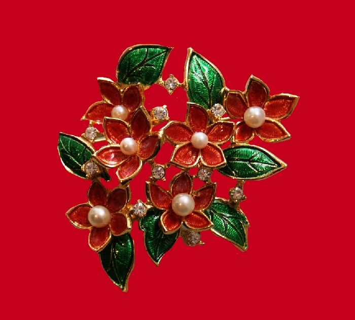 Floral design vintage brooch. 1960s. Gold tone metal, faux pearls, rhinestones. 7.5 cm