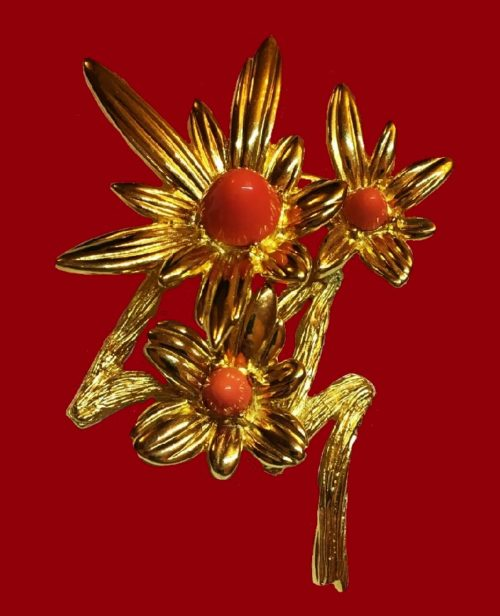 Flower vintage brooch. Gold tone metal, faux corals. 7.5 cm