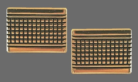 Geometrical design gold tone cuff links with grid pattern