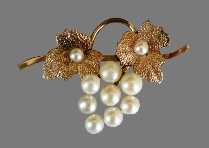 Grapevine WRE signed brooch. Gold filled, cultured pearls, textured leaves