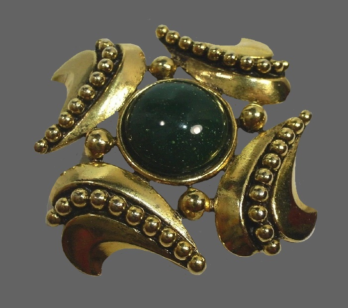 Green cabochon ornate vintage brooch of gold tone