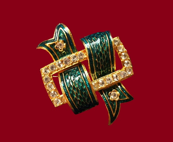 Green ribbon and buckle vintage brooch. Gold tone metal alloy, enamel, crystals, glass. 4.5 cm. 1990s