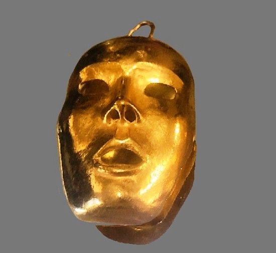 Kabuki Mask vintage 1980s brooch of gold tone