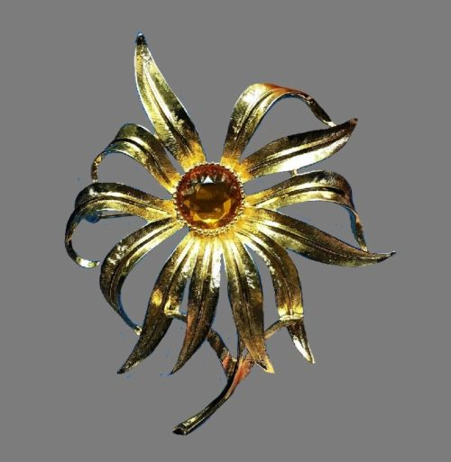 Large flower brooch. Gold tone jewelry alloy, glass cabochon. 10 cm