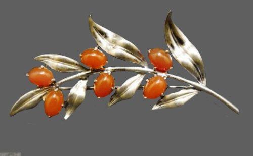 Leaf brooch. 1930s Art Deco style, sterling silver, carnelian