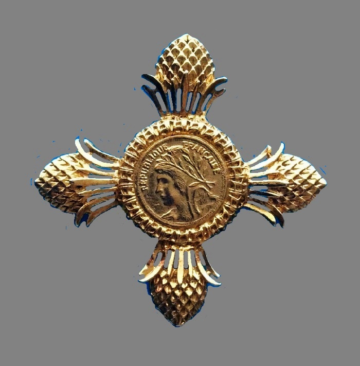 Maltese cross Vintage brooch. 7,2 cm