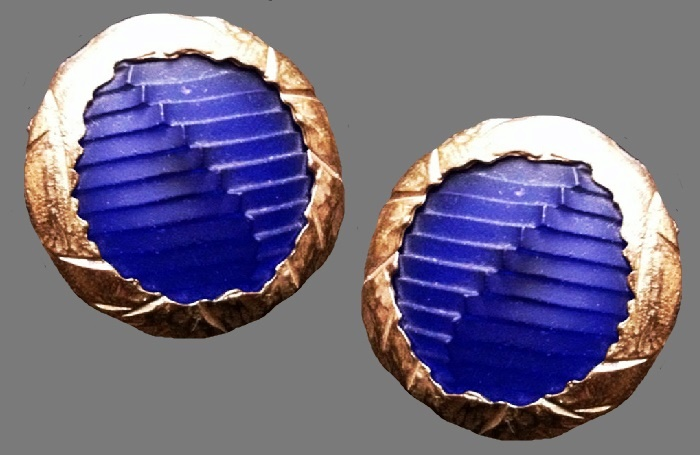 Montana for Claire Deve round earrings. Gold tone metal, blue resin